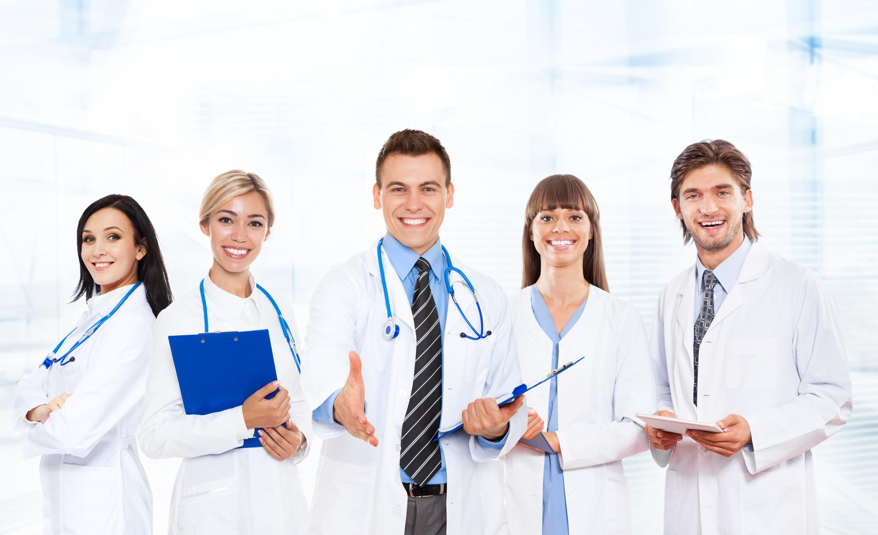Exodul medicilor s-a redus cu 40% după creșterile salariale. Încă nu e suficient