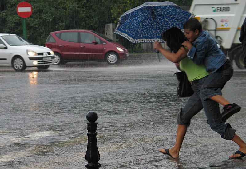 Ploi în toată țara până miercuri