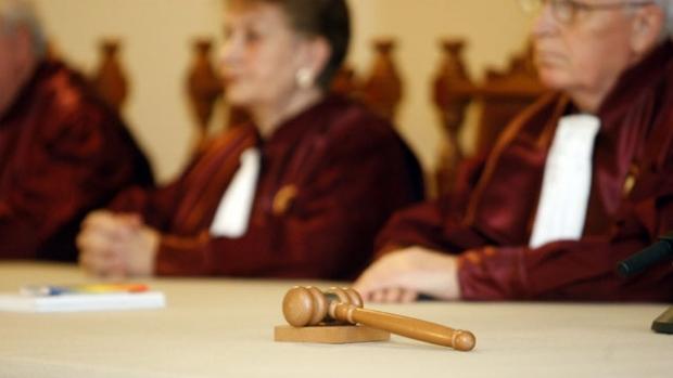 CCR a amânat din nou pronunțarea unei decizii pe completurile specializate