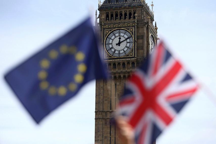 Președintele le cere românilor din Marea Britanie să nu intre în panică