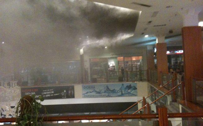 Incendiu la un Mall important. Sute de oameni, evacuați
