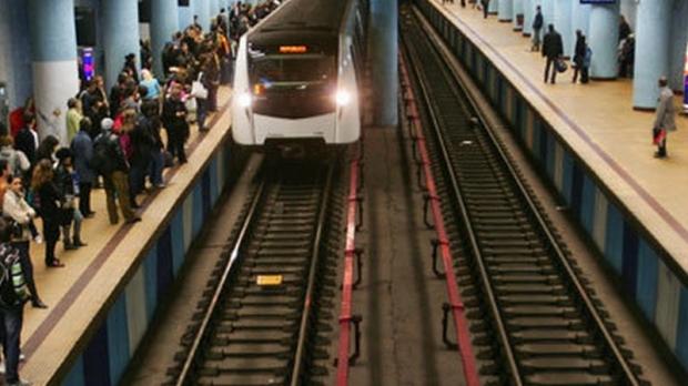 Un bărbat a murit după ce a căzut pe scările de la metrou