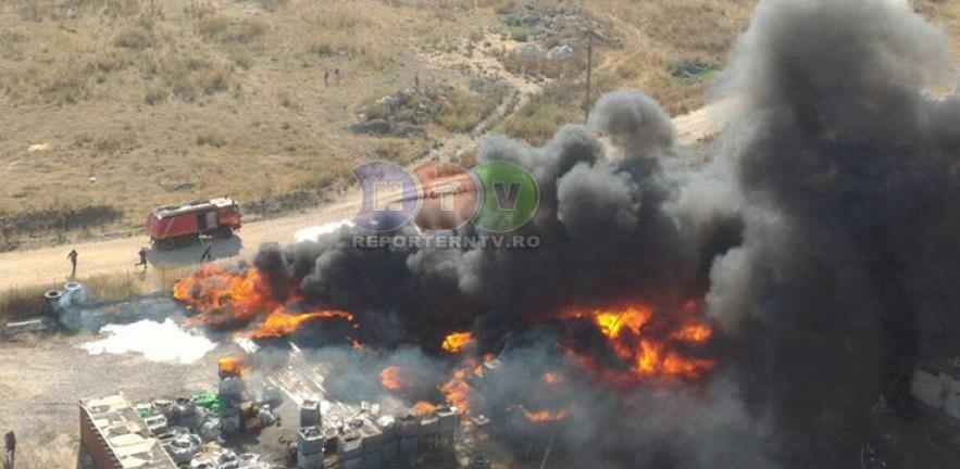 Explozie și incendiu la o fabrică de vopseluri