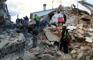 Au fost găsiți zece români