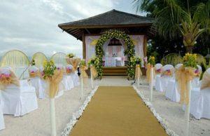 Doi tineri își vând nunta