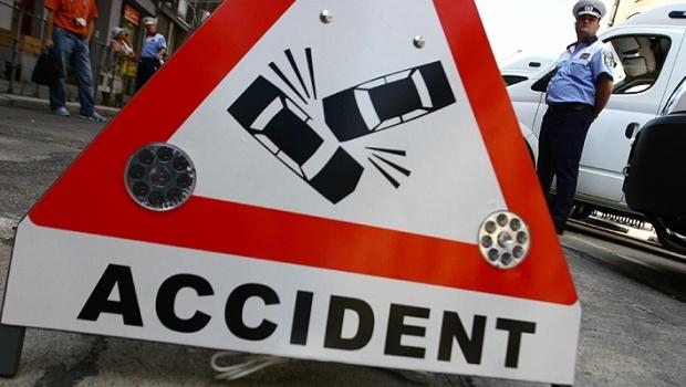 Accident grav între două autobuze care transportau muncitori în județul Argeș