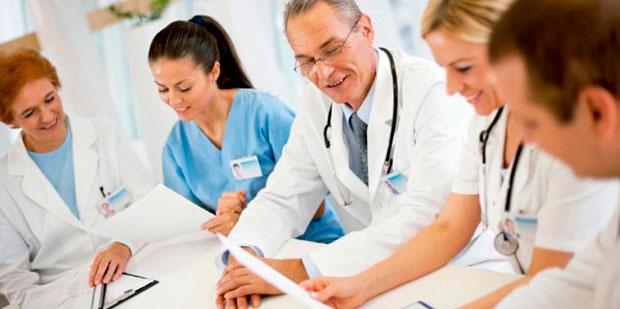 Sanitas: Veniturile asistenţilor medicali sunt în pericol. Solicitare către Guvern