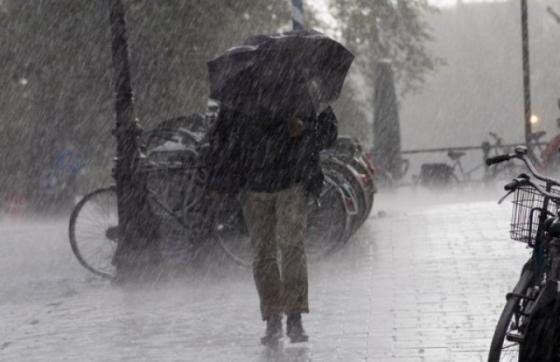 O nouă informare meteo de vreme rea. Sunt aşteptate ploi torenţiale, vijelii şi grindină până marţi seara