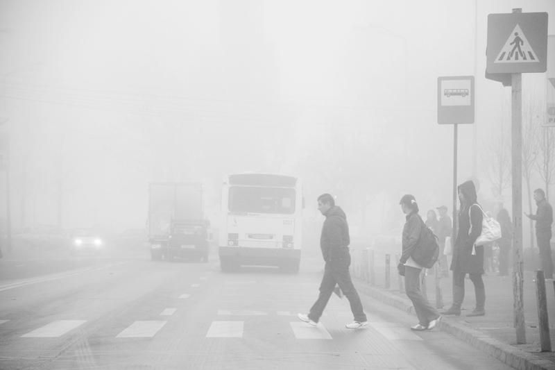 Ceață în 17 județe. Se circulă greu pe mai multe drumuri