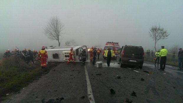 UPDATE: CAUZELE ACCIDENTULUI DE PE DN2. Sunt 3 morți și 19 răniți