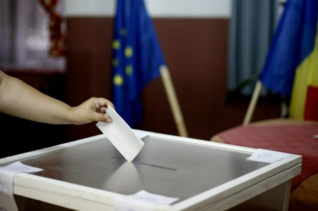 STENOGRAMĂ Contre între PSD şi PNL din cauza Legii referendumului. Care este miza