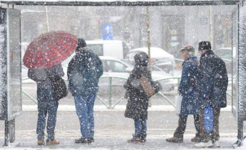 Cod galben de ninsori, ploi, lapoviţă şi vânt puternic în Capitală şi 30 de judeţe
