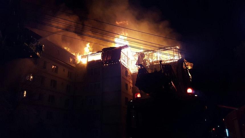 Incendiu devastator la mansarda unui bloc din Gura Humorului
