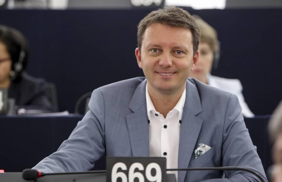 Un eurodeputat PMPîi cere premierului să salveze combinatul Galaţi