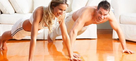 Menține-te sănătos și în formă, chiar dacă stai prost cu timpul! Cinci exerciții pe care le poți face oriunde și oricând