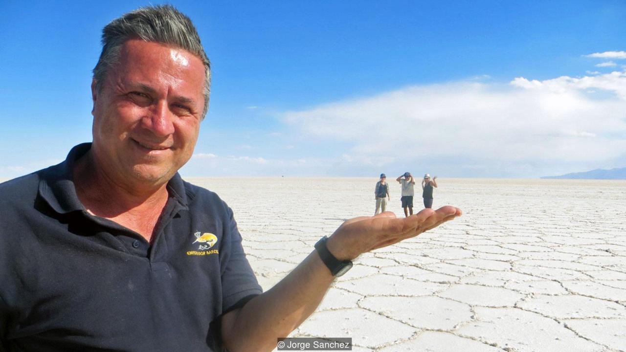 Povestea bărbatului de 62 de ani care a reușit să viziteze cu bani puțini toate țările lumii: Este pe drumuri de la 13 ani