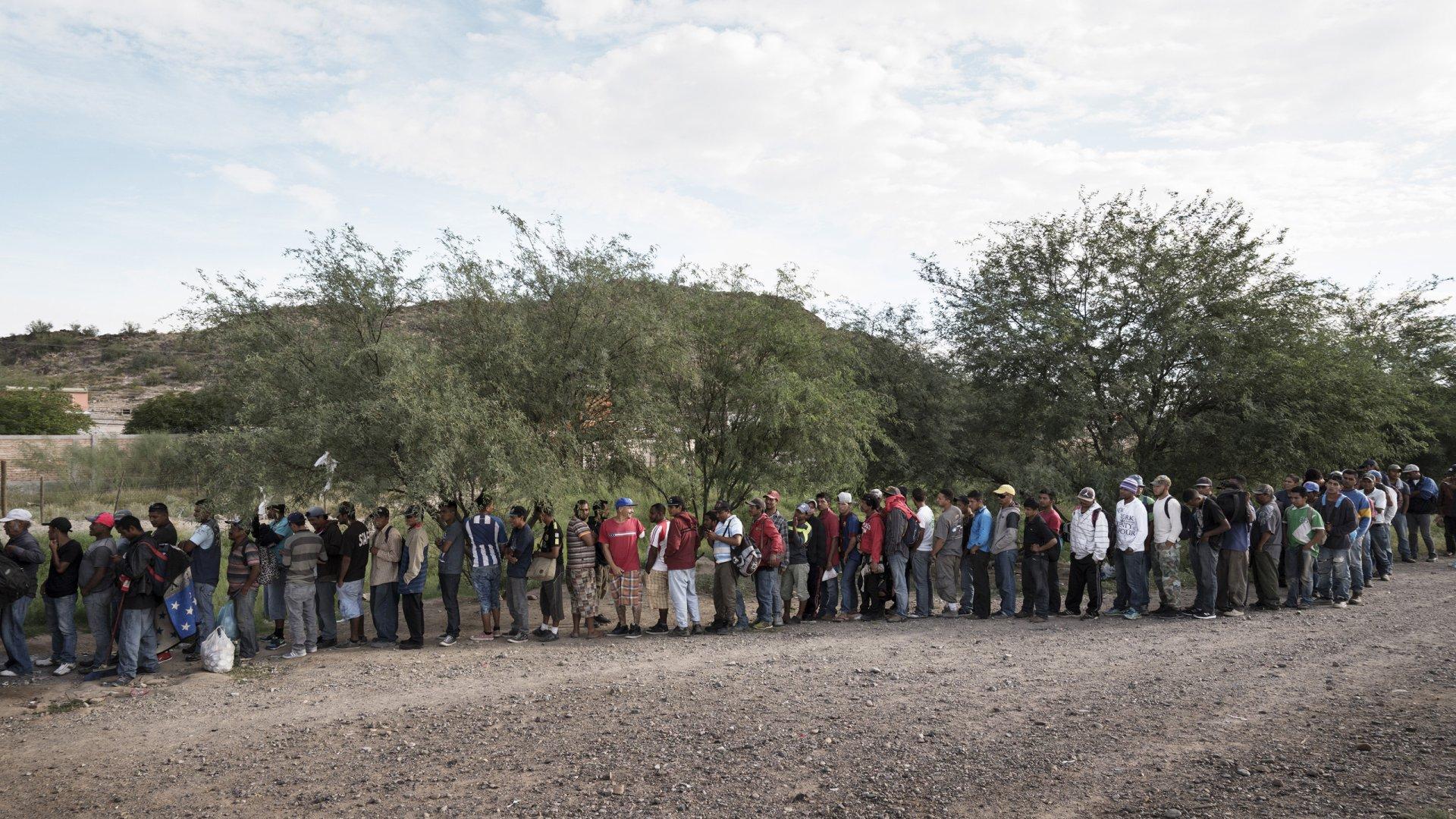 DIICOT a destructurat o reţea de traficanţi de migranţi