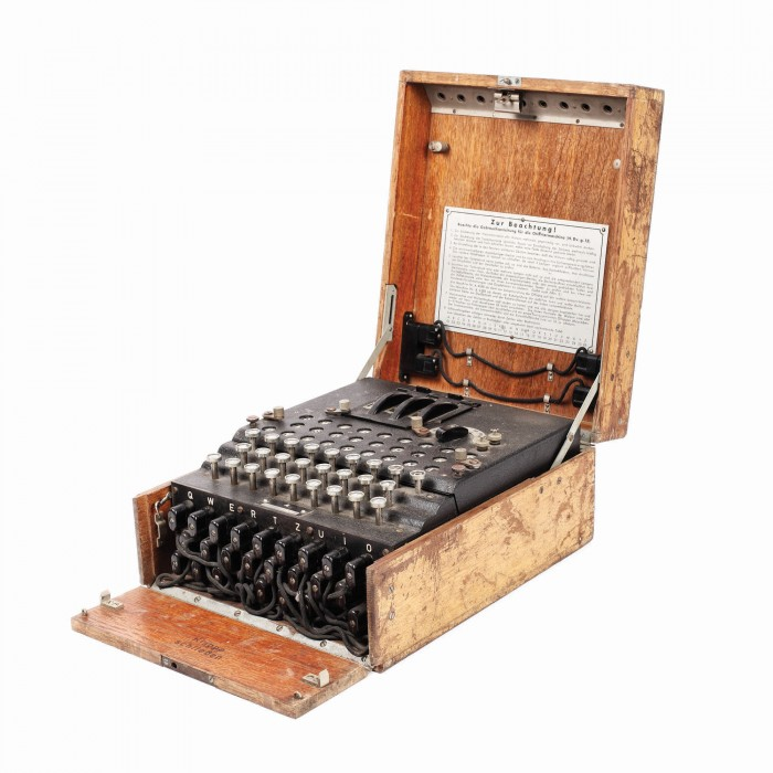 Povestea mașinii de criptat a armatei germane, vândută cu 45.000 de euro. Cum a ajuns la un român