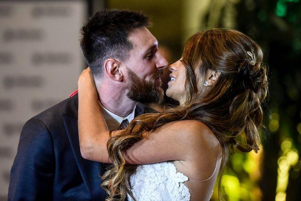 Lionel Messi s-a căsătorit! Imagini și detalii inedite de la nuntasecolului în Argentina