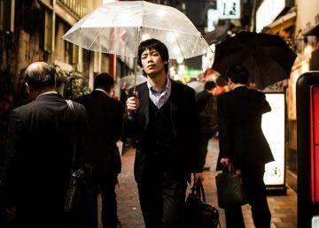 Viața tragicomică a corporatiștilor japonezi, surprinsă în imagini! Rămâi uimit