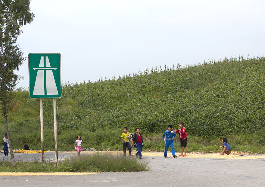 Imagini INCREDIBILE cu autostrăzile din Coreea de Nord! Nu o să-ți vină să crezi cum arată