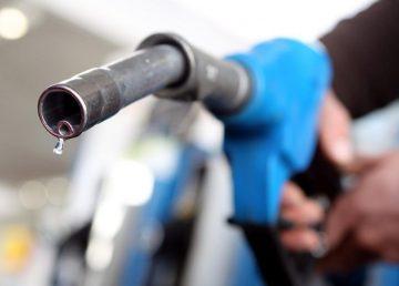 Benzina şi motorina s-au scumpit. Supraacciză de 0,16 lei pe litru la pompă