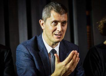 """Lider USR: România a devenit un """"rai al infractorilor"""". Femeile violate vor fi nevoite să dea declaraţii privindu-i în ochi pe agresorii lor"""