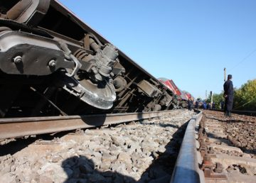 Un tren international a deraiat  la  Băile Tuşnad. Traficul este blocat