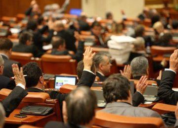 Senatul a votat impozitarea pensiilor speciale. Sunt vizate pensiile cuprinse între 7000 şi 10.000 lei