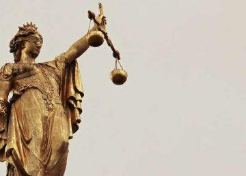 Parlamentul va modifica legile justiţiei