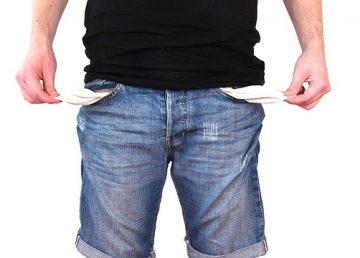Patru obiceiuri financiare greșite care te lasă fără bani în cont