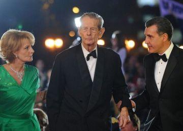 De ce face Casa Regală troc cu politicienii?