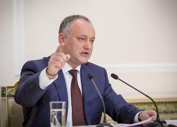 De ce evită Klaus Iohannis să dea curs invitaţiei omologului său moldav de a vizita Republica Moldova?