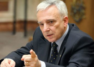 Isărescu vrea salarii mai mari pentru angajaţii băncilor