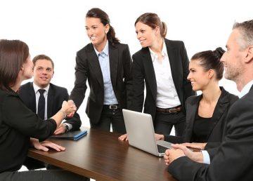 Ești director sau patron? Iată trei metode eficiente de a-ți motiva angajații fără să-i plătești în plus