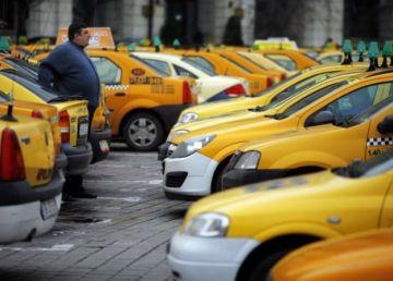 Taximetriştii, din nou în stradă. Piaţa Victoriei, blocată