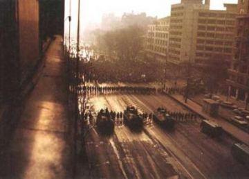 21 decembrie 1989. Baricada de la Intercontinental, prima fărâmă de speranță