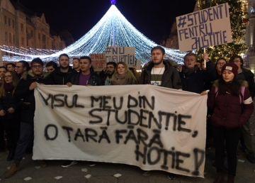 """Studenții au protestat la Timișoara împotriva modificărilor aduse de PSD legilor justiției. """"Visul meu din studenție, o țară fără hoție"""""""