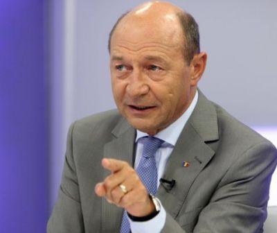 """Băsescu despre protocoalele de colaborare: """"Cine credeţi că este atât de prost să scrie ilegalităţi într-un document al statului român?"""""""
