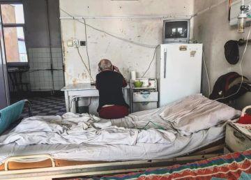 """Mizerie și pereți scorojiți la Spitalul de Boli Infecțioase din Timișoara. """"Paturile nu sunt murdare, ci foarte vechi"""""""