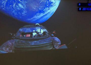 Tesla lansată de Elon Musk în Spațiu s-ar putea prăbuși pe Pământ