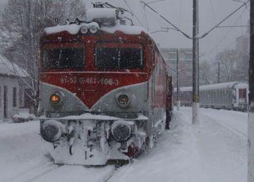UPDATE. Trenuri întârziate din cauza ninsorii abundente. CFR Călători a dat vina pe condiţiile meteo extreme