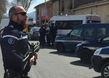 UPDATE: Luare de oastatici în Franța. ISIS a revendicat acțiunea. Teroristul a fost ucis