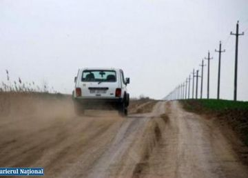INS: 35% dintre drumuri sunt pietruite şi de pământ