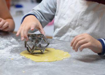 De ce e bine să-i implici pe copiii mici în treburile casnice și ce sarcini să le dai