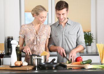 De ce ar trebui să ne învățăm copiii să gătească încă de la vârsta adolescenței