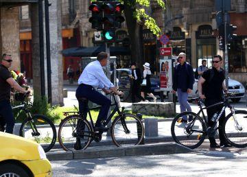 Klaus Iohannis s-a dus cu bicicleta la serviciu