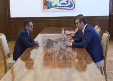 De ce s-a întâlnit directorul SRI cu președintele Serbiei
