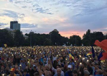 """Proteste în Capitală și-n țară. """"Ole, Oleee, Oleee, la pârnaie Liviule"""""""
