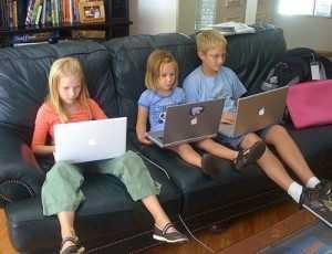 Tu știi pe ce site-uri intră copilul tău? Topul căutărilor online